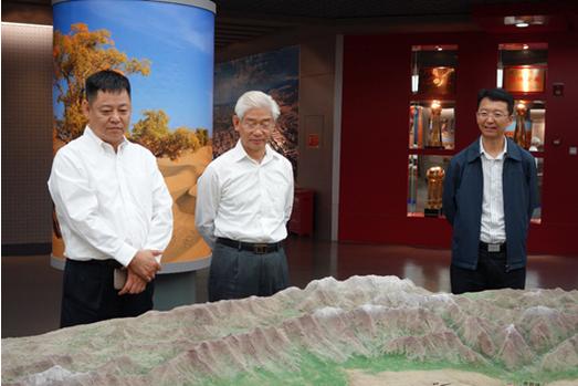 并分别与新疆油田公司杨学文总经理和塔里木油田公司